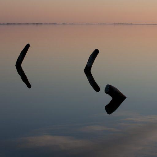 """Série """"Solitude"""" en couleur coucher de soleil sur les étangs abstraction et reflets"""