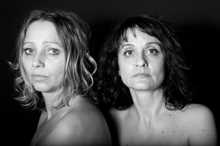 Série de portraits en noir et blanc. L'Autre duo